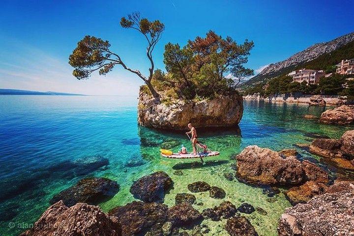 Family paddling  #croatiafulloflife #brela #croatia #travel  #folowme #summerfun #travelgram #hrvatska #dalmatia #adriatic #summer2017 #makarskariviera #topdestinations #summerbreak #visitig #europevacation #go_planet #croatia_photography #photooftheday #summerbreak #croatiaairlines #naturephoto #sea #beaches #instagramphoto via @alan.grubelic