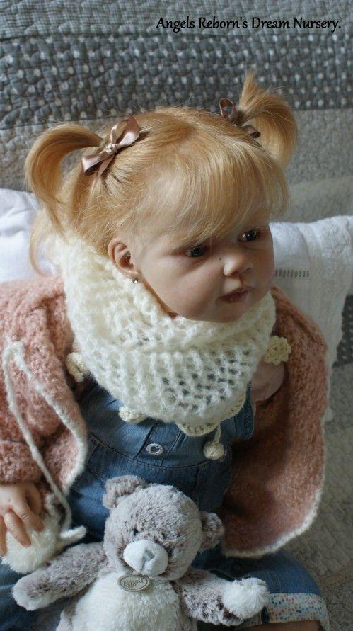 Je la trouve magnifique et je pense que j'aurais du mal à m'en séparer. La prendre en photos est un vrai plaisir. Voici donc : Louison du kit Louisa de Jannie de Lange qui fait de remarquables kits toddlers.