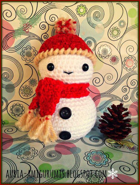 Muñeco de Nieve Amigurumi ~ Patrón Gratis en Español aquí: http://auria-amigurumis.blogspot.com.es/2013/12/muneco-de-nieve-ya-esta-aqui-la-navidad.html