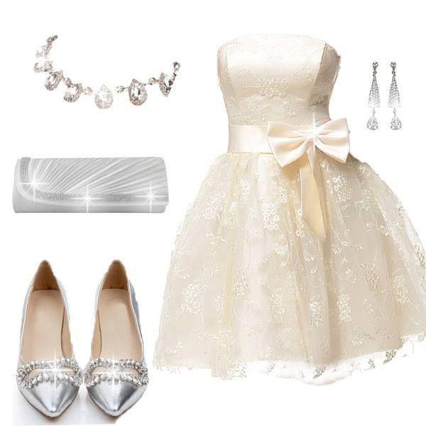 accesorios plateados plateado y un vestido corto