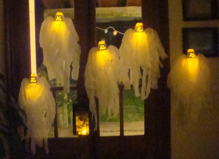 """LACA """"Lo Atamos Con Alambre""""  Fantasmitas para Halloween con postrecitos reciclados y led"""