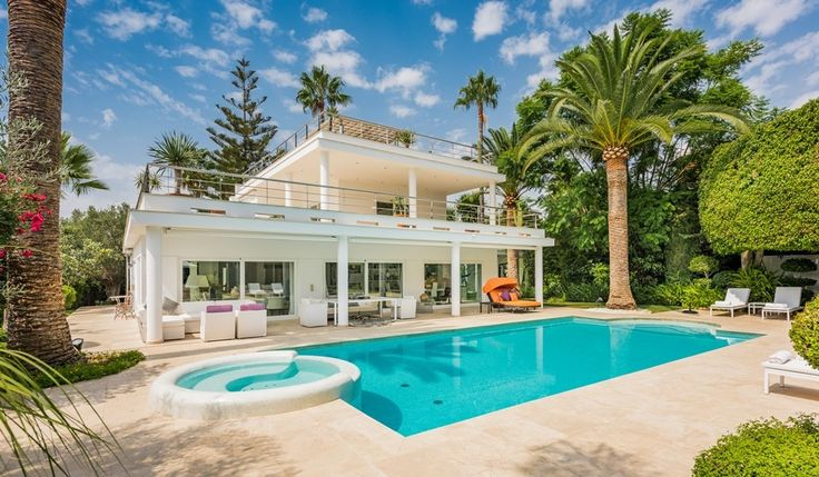 Immaculate Contemporary Villa with Mountain Views in Nueva Andalucía, Marbella. This villa offers versatile, light & spacious accommodation throughout.