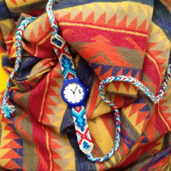 Let's play with pattern and colors!   Aztec merupakan suku etnik yang berasal dari Meksiko pada abad 14 lampau. Motif pada tali jam ini mengadaptasi dari motif Aztec yang terdapat pada kain etnik, tentunya dengan komposisi warna yang kontras.  Dimensi :  Diameter jam : 3,2 cm  Lebar tali/strap : 1,8 cm  Panjang tali : adjustable   Material :  Tali jam terbuat dari benang katun yang diuntai dengan teknik macrame.   Cara penggunaan : Tali jam dililit kemudian diikat hingga kencang.