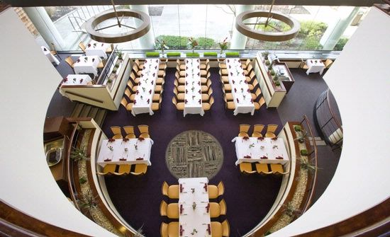 Atrium Restaurant in White Plains Area | Doral Arrowwood Resort