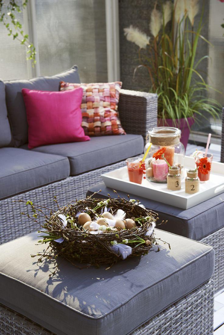 Tip: kleed je loungeset of tuinset aan met een paasmandje #leenbakker #Toledo #Pasen