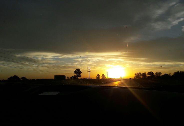 Al atardecer y más allá .. . . #nature #sun