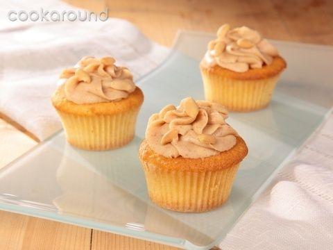 Cupcakes gialli con crema al burro d'arachidi: Ricette Dolci | Cookaround