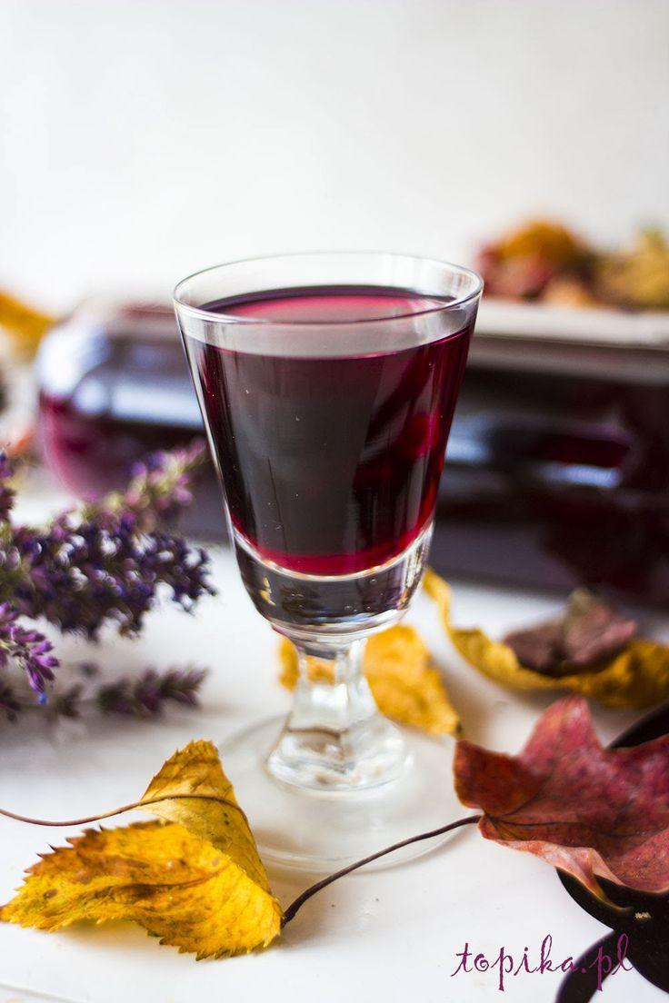 nalewka, nalewka winogronowa, ciemne winogrona,