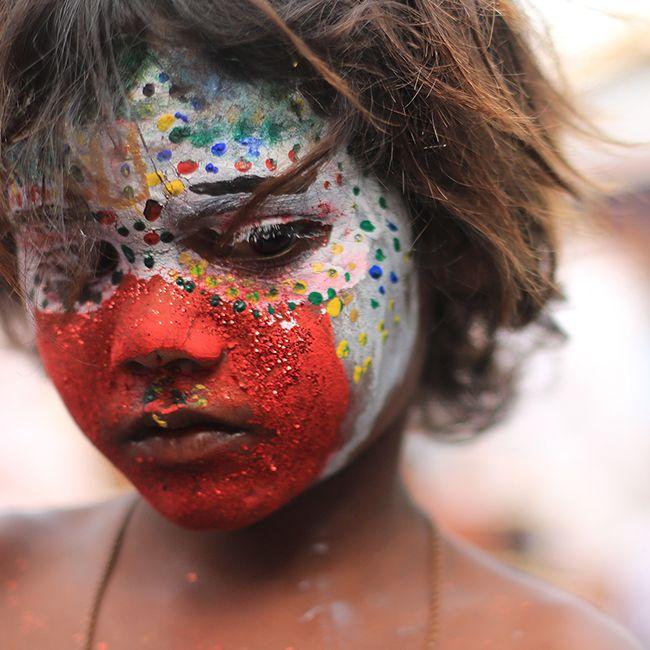Мальчишка (Кулич) гуляет на рынке в Мапсе.  #sunwhell #hellosunwhell #India #GOA #Arambol #Индия #ГОА #Арамболь #Mapsa #Мапса #Мапуса #цвет #мальчик #кулич #Colour #boy