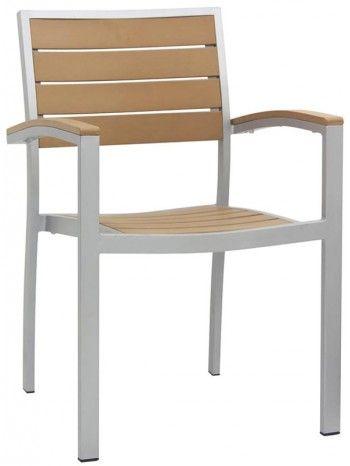Meravigliosa ed elegante sedia con braccioli, con struttura in alluminio verniciato bianco e seduta e schienale in materiale composito color legno. Favolosa per rilassarsi, bellissima nel vostro giardino o terrazzo. Ideale anche bar, caffè, residence, ristoranti, locali sul lungomare, alberghi, b&b, stabilimenti balneari. Impilabile.