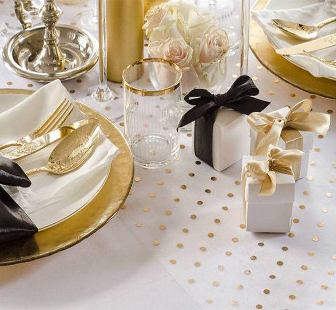 Wie gefällt euch #Tischdeko mit #Organza mit kleinen, gelben #Punkten ? Die Kombinationen mit #Weiß, #Gold, #Schwarz und #Silber sind sehr populär und einfach schön :)