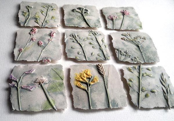 Не так давно я писала о Рейчел Дейн, которая делает чудесные 'застывшие' гербарии, отпечатки растений и цветов. А на днях мне попались работы Sue Dunne, она тоже творит в технике 'обратное литье'. Цветами и растениями она украшает керамику: блюда, тарелки, чайные пары, а также керамические яйца. Sue Dunne — человек, глубоко чувствующий растительный мир, его тонкость, великолепие и разнообразие.