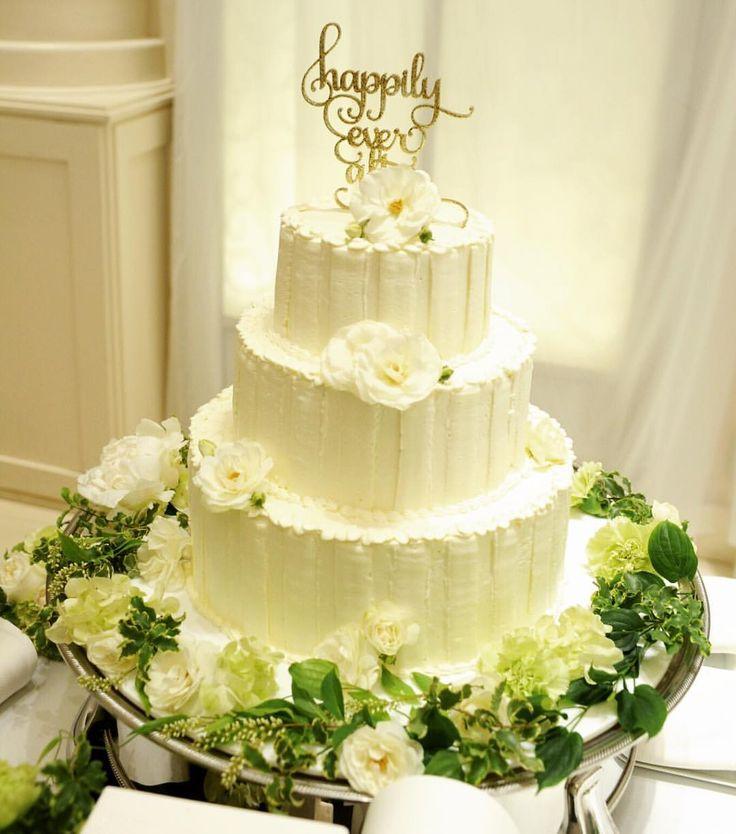 こんな風にしたいなぁって指示書を元に可愛く作ってくれて、大満足になったウエディングケーキ 確かお値段も基本料金に+1万円?くらいで作れました♡ シンプルだけどお気に入りのケーキになったなぁ♡ トッパーは持参しました @vanillachic_wedding さんで購入♡ . #卒花嫁 #アーフェリーク白金 #結婚式準備 #装花 #ケーキトッパー #ウエディングケーキ #披露宴 #国内挙式 #ハワイ婚 #ハワイウエディング #2016swd #ちび花嫁 #ウエディングソムリエアンバサダー #2016夏婚 #花嫁 #結婚準備  #ヴェラウォン #リーゼル #marriage  #ウエディング #me #love #justmarriage #日本中のプレ花嫁さんと繋がりたい ♡ #プレ花嫁