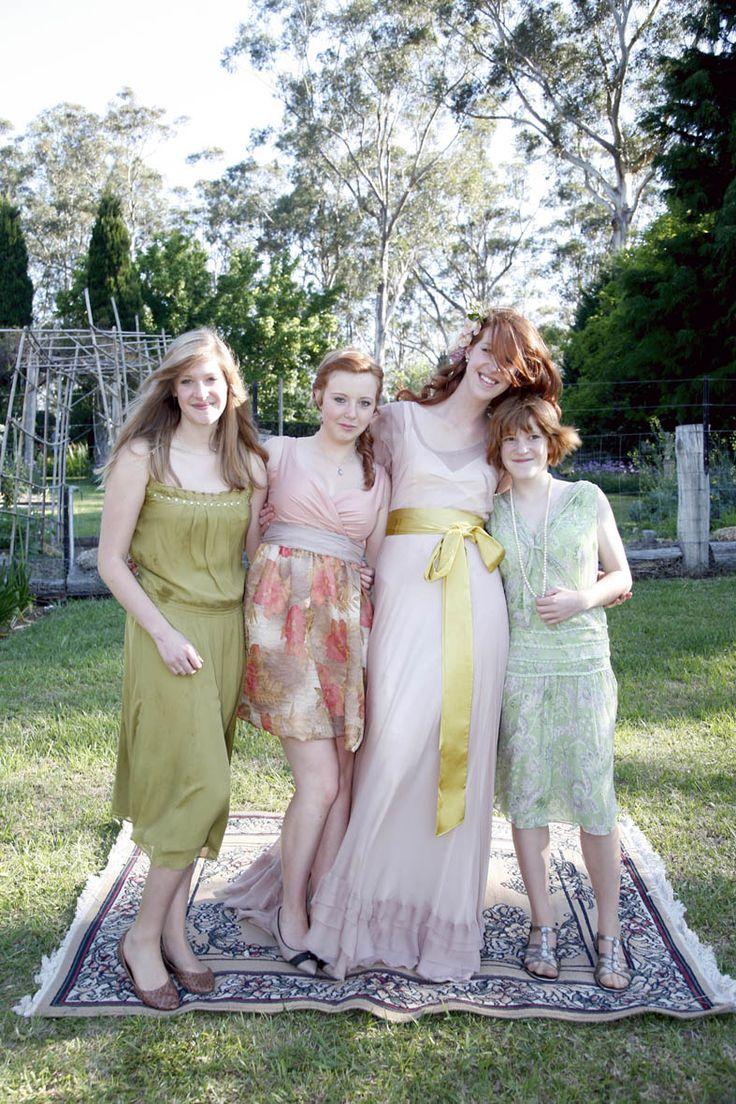 #sunlight #wedding #flowers #family #portrait #lissomyarn Photography by Hanna Hosking, Hang Studio