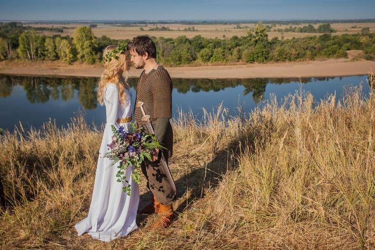 девушка, невеста, мужчина, рыцарь, прическа, венок, букет невесты, белое платье, платье невесты, средневековье, кольчуга, меч, ножны, любовь, страсть, исторя любви, свадьба, инспирация, обрыв, тематическая свадьба, властелин колец, принцесса, сказка, фото, природа, осень, лето, река, woman, bride, male, knight, hair, wreath, bouquet, white dress, bridesmaid dress, the Middle Ages, chain mail, sword, scabbard, love, passion, love story, wedding, lord of the rings, princess, fairytale, photo