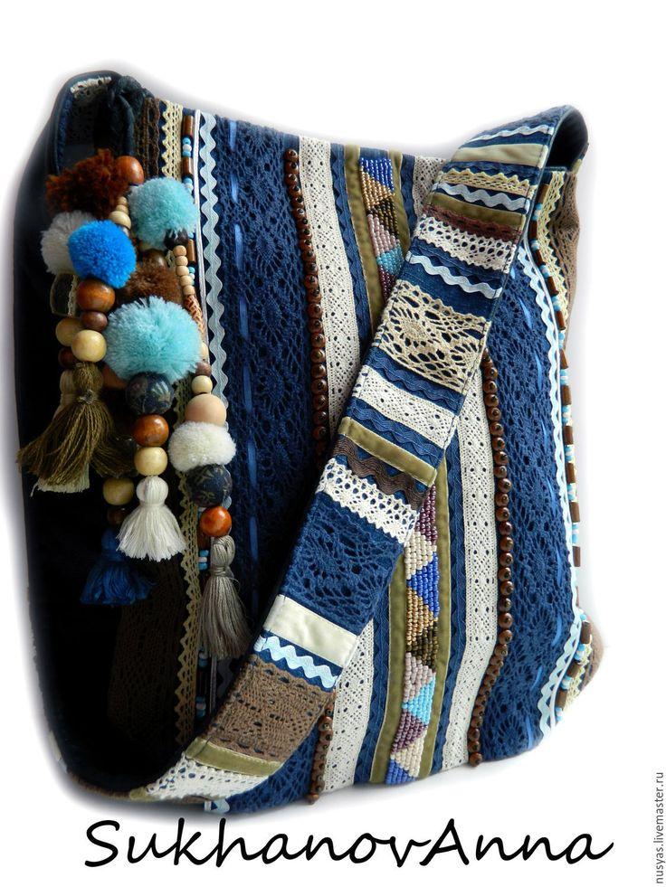 Купить или заказать Бохо-сумка 'Freedom2' в интернет-магазине на Ярмарке Мастеров. Сумка в любимом стиле бохо.Очень классный аксессуар для бохо-девушек.Сумочка выполнена из натуральной синей кожи ,скомбинирована с джинсой синей(места с вышивкой выполнены из джинсы,остальное-кожа). Вышивка выполнена бисером,бусинами деревянными,сутажной тесьмой,бархатной летной,кружевом хлопковым,украшена съёмным брелоком. Сумка готовая,на заказ выполню в любых цветах,цена может изменится в зависимости от…