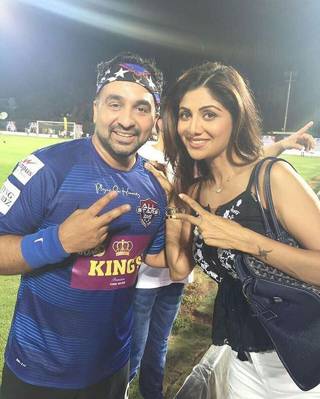 Shilpa Shetty takes a cute pic with hubby Raj Kundra at the Celebrity Clasico football Charity match last night in Mumbai. @InstantBollywood ❤❤❤ . #shilpashetty #rajkundra #shilpashettykundra #indianfashion #indianstyle #indianfashionblogger #indiandesignerwear #WomensFashion #celebrityclassico