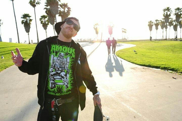 Jason Ellis-- this guy is my new love ... He's soo fukin hilarious and sexy :j  now I gotta hear his station XD