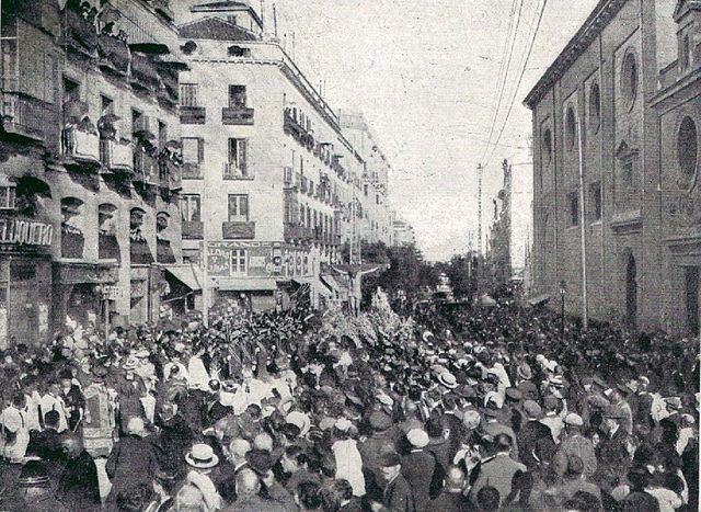 27 de mayo de 1918. Plaza de Antón Martín. Traslado del Cristo de la Salud | Flickr: Intercambio de fotos