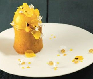 Cyril Lignac : sa recette de la mangue Kent et baba infusé au rhum