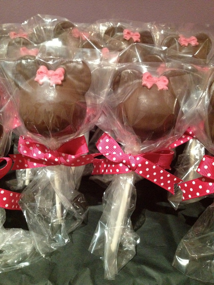 Minnie Mouse cake pops!