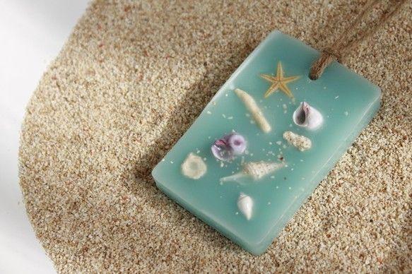 貝殻や小さな珊瑚が打ち寄せるビーチをイメージして制作したワックスバーです。●オーシャンブルーの香り珊瑚/ヒトデ/貝殻/海の砂サイズ(本体):縦9×...|ハンドメイド、手作り、手仕事品の通販・販売・購入ならCreema。