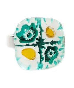 Handgemaakte turquoise glazen ring met turquoise-wit-gele bloemen!