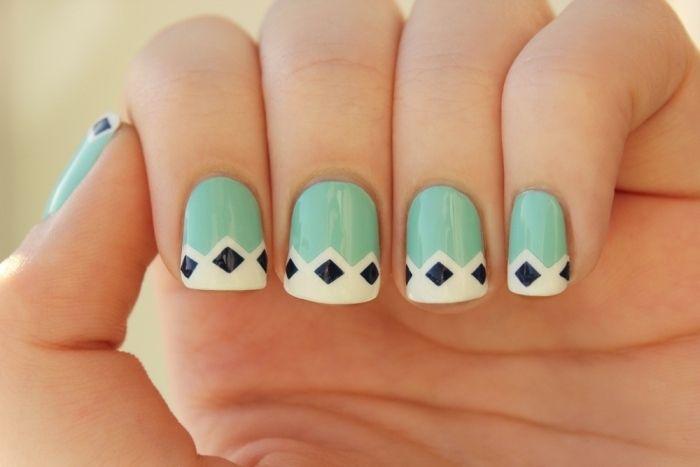 nail art facile ongles courts en vert menthe à motifs géométriques
