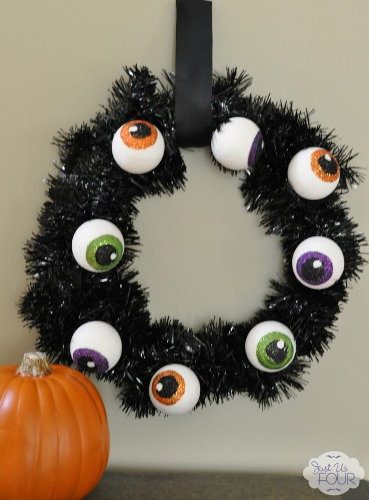 this eyeball wreath is the perfect non scary halloween decoration - Halloween Diy Projects