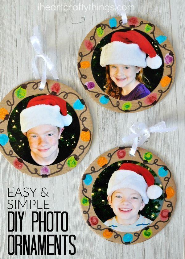 Machen Sie diese DIY Weihnachtsfoto-Ornamente zu Hause, um sie für Großeltern zu dekorieren