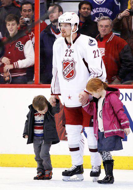 Daniel Sedin, his daughter Ronja and son Erik