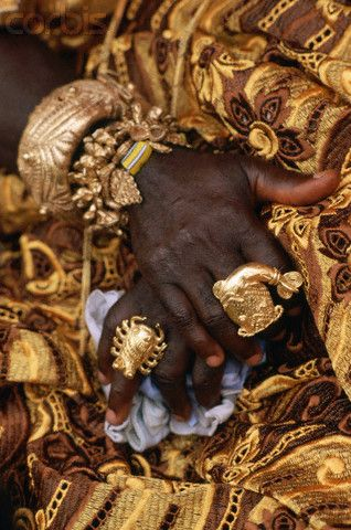 Africa | Detail of the jewelry of an African nobleman, waiting to meet Pope John Paul II during his visit to Abidjan. Ivory Coast. | © Vittoriano Rastelli/Corbis
