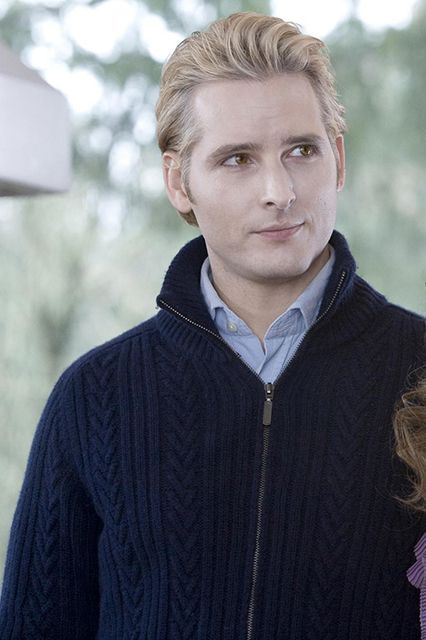 The Stars Of  Twilight, Then & Now #refinery29  http://www.refinery29.com/2015/10/95129/twilight-cast-where-are-they-now#slide-35  Dr. Carlisle Cullen (Peter Facinelli): Twilight (2008)Many fans were originally opposed to Can't Hardly Wait's (1998) lead jerk Mike Dexter playing the compassionate patriarc...