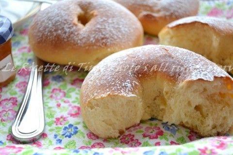 Ciambelle dolci di pan brioche al miele e olio
