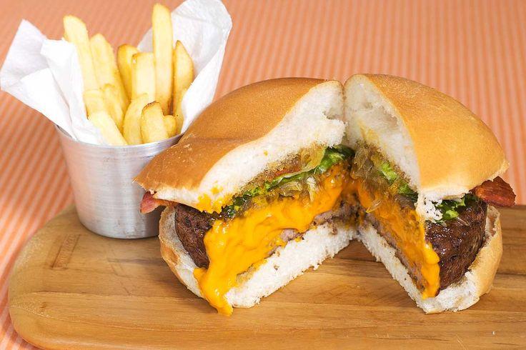 Hambúrguer delicioso e prático com recheado de cheddar cremoso, que fica incrícel!!