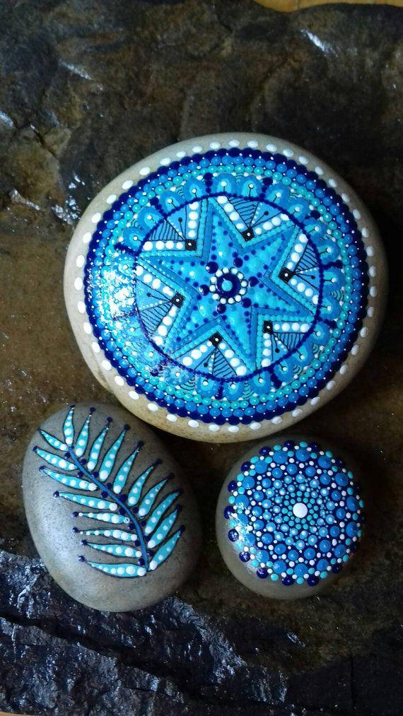 Mandala. Pietra dipinta nel mare. di PiedrasPintadasES su Etsy