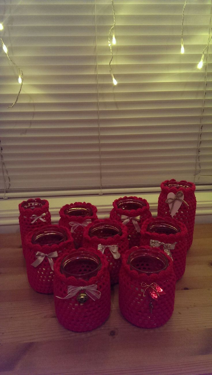 One year for christmas I made everyone different chrotchet lanterns! A fun and easy project 😀