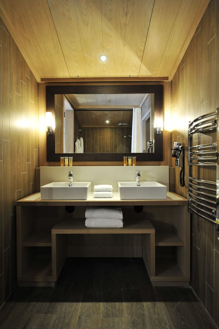 Sophisticated and elegant, the bathrooms at Club Med Valmorel offer simplicity and warmth, combining contemporary design with traditional mountain décor.