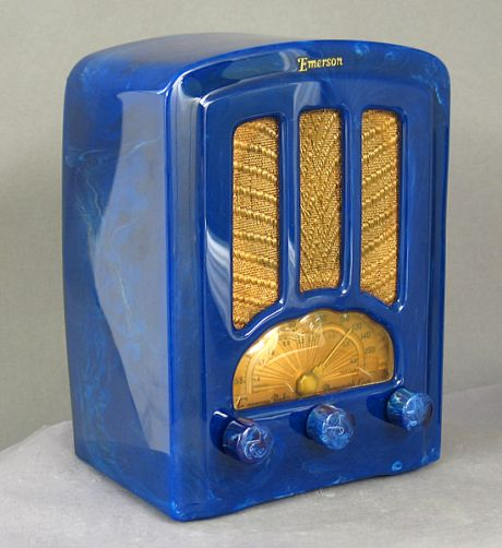 old blue bakelite radio