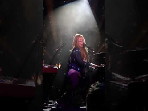 Tori Amos - A sorta fairytale(Native invader tour live in Den Atelier,Luxembourg) - YouTube