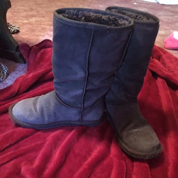 Old Navy Boots Dark Brown Old Navy Boots Size 9. Gently worn. Pictures show some wear, not too bad...lots of wear left in them. Old Navy Shoes Winter & Rain Boots