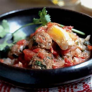 Tagine Kefta Mkawra (Tagine of Meatballs in Tomato Sauce with Eggs ...