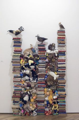 In the 1990s, Messager began to work with soft toys, a replacement for the real taxidermy birds she used in the 1970s. In Fables and Tales, 1991, the soft creatures are cruelly squeezed between piles of books.