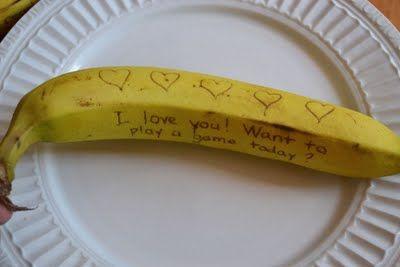 Tajné vzkazy na banánu: Napište je párátkem, později zhnědnou.