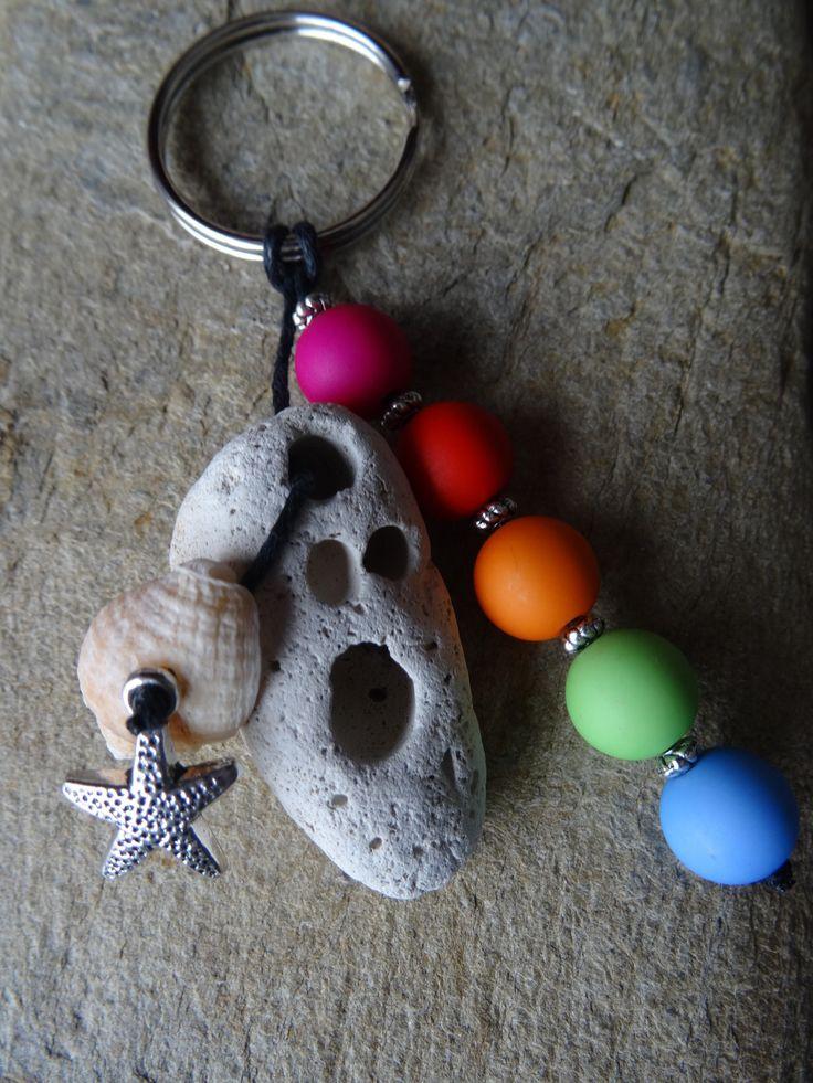 Porte clés et/ou bijou de sac au couleur Little Marcel avec un galet FRAIS PORT OFFERT : Porte clés par c-driftwood http://www.alittlemarket.com/boutique/c_driftwood-1849323.html