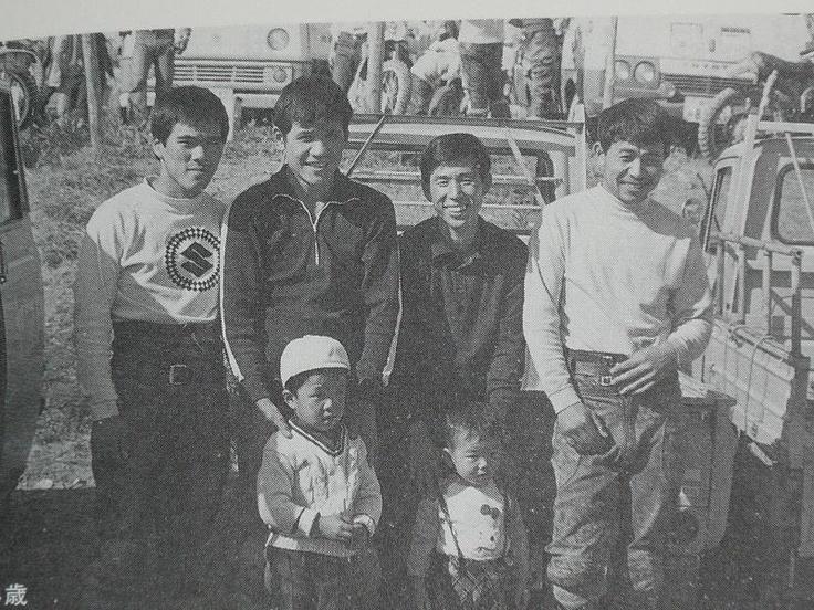 後列向って左側から、上野広一選手、忠さん、田中隆造選手、そして・・  太一選手