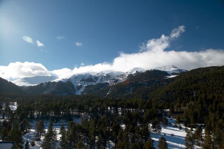 Amb l'arribada de la neu també arriben les activitats de l'ESC NEU i els seus avantatges per a que gaudiu al màxim dels dies de fred.    T'oferim un ampli ventall d'activitats del més variades. Podreu practicar l'esquí o podeu descobrir noves activitats i endinsar-vos en el món de la neu com mai no us hi heu submergit.    Des dels albergs de la XANASCAT t'oferim dos maneres de practicar els esports i activitats que més t'agraden sense haver-te de preocupar de res.