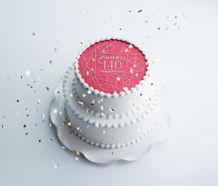 Man gönnt sich ja sonst nichts! Shiseido Jubiläumstorte zum 140-jährigen Bestehen des Unternehmens.