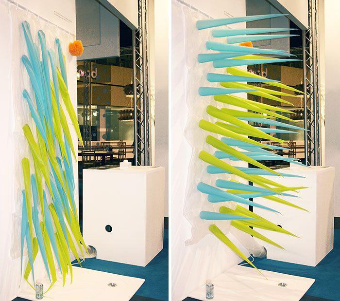 un rideau de douche qui devient piquant pour économiser l'eau - http://www.2tout2rien.fr/un-rideau-de-douche-qui-devient-piquant-pour-economiser-leau/