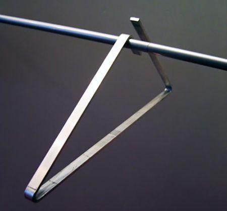 Percha con diseño futurista   -    Unique product design Futuristic Clothes Hanger